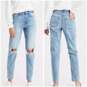 AEO light Wash Ripped Knee Mom Jeans sz 8L